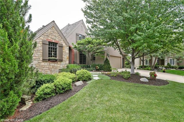 11005 W 141st Street, Overland Park, KS 66221 (#2120335) :: Char MacCallum Real Estate Group