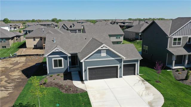 18514 W 194th Terrace, Spring Hill, KS 66083 (#2124155) :: House of Couse Group