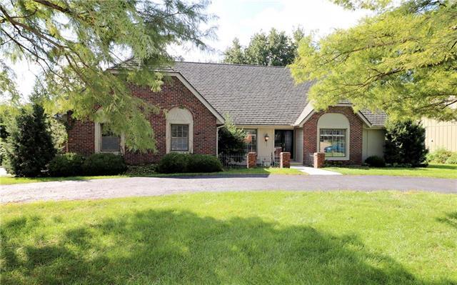 3009 W 84 Terrace, Leawood, KS 66206 (#2127776) :: Char MacCallum Real Estate Group