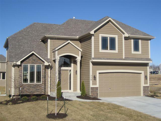 214 W Cottonwood Drive, Raymore, MO 64083 (#2128086) :: Edie Waters Network