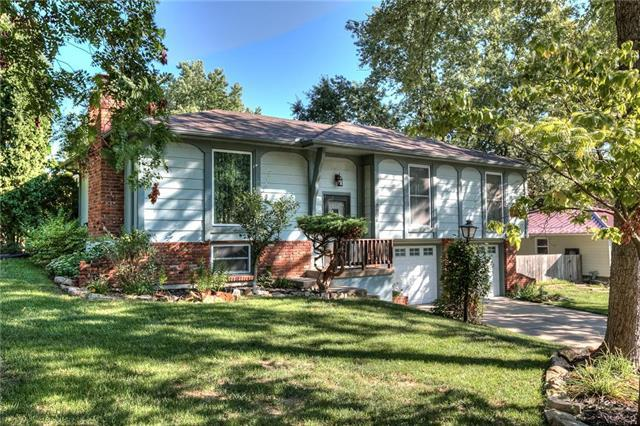 9906 NW 68 Terrace, Parkville, MO 64152 (#2128625) :: Edie Waters Network