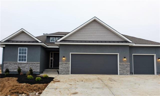 4246 Lakeview Terrace, Basehor, KS 66007 (#2128794) :: Edie Waters Network