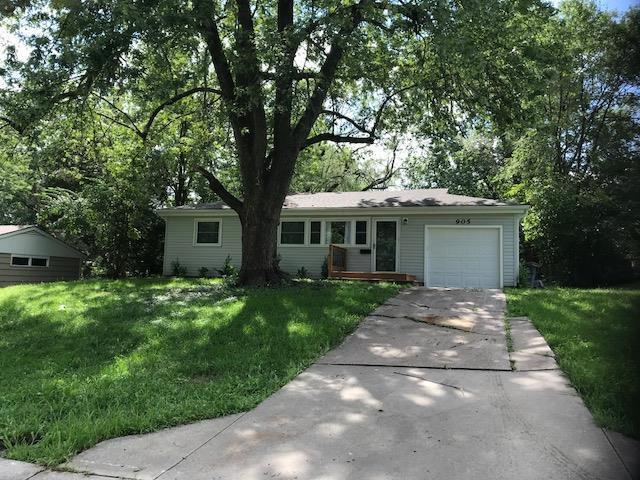 905 NE 61st Terrace, Gladstone, MO 64118 (#2129066) :: Char MacCallum Real Estate Group