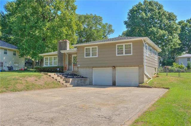 7813 Crescent Avenue, Raytown, MO 64138 (#2129936) :: Edie Waters Network