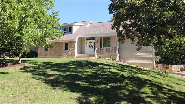 21019 Bittersweet Drive, Lenexa, KS 66220 (#2130794) :: Char MacCallum Real Estate Group