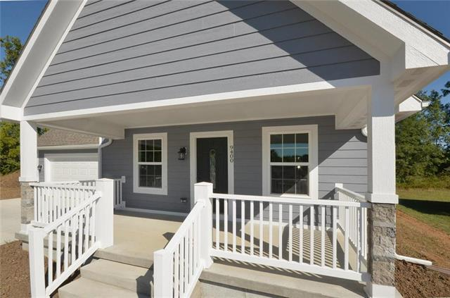 9400 E 57th Street, Raytown, MO 64133 (#2131265) :: Char MacCallum Real Estate Group