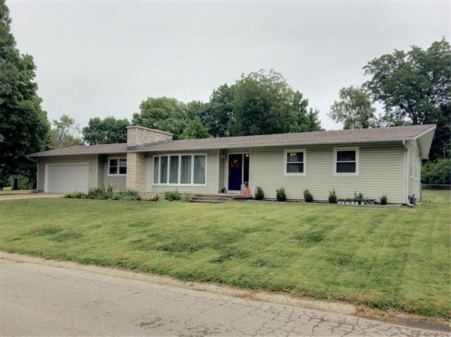 1401 S King Avenue, Harrisonville, MO 64701 (#2131459) :: Edie Waters Network