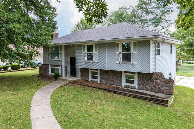 5524 Wallace Avenue, Kansas City, MO 64129 (#2132509) :: Edie Waters Network