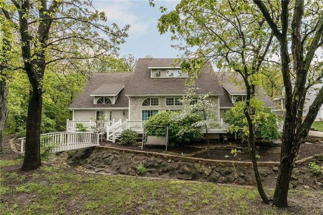 20906 Whispering Drive, Lenexa, KS 66220 (#2132533) :: Team Real Estate