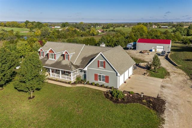 18090 Evans Road, Tonganoxie, KS 66086 (#2133317) :: House of Couse Group