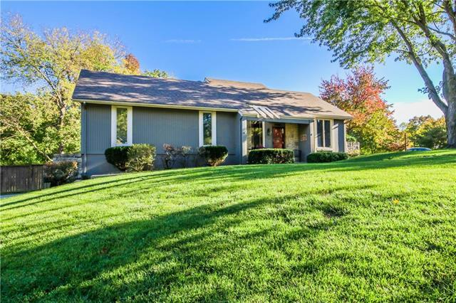 1600 SW 18th St Court, Blue Springs, MO 64015 (#2134813) :: Edie Waters Network