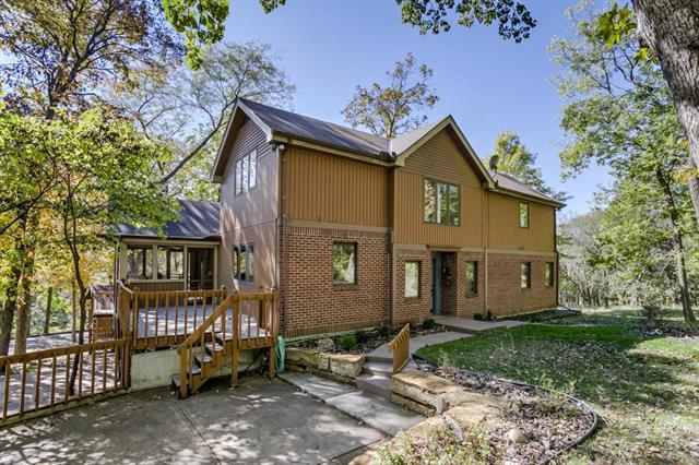 7602 E Forest Lakes Drive, Parkville, MO 64152 (#2135451) :: Edie Waters Network