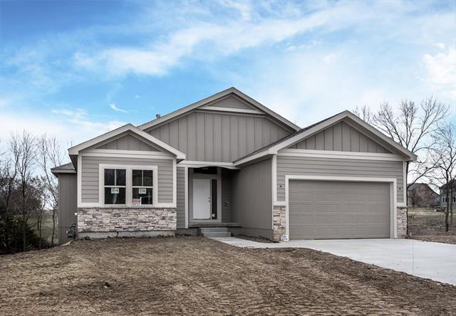 4745 Lakecrest Drive, Shawnee, KS 66218 (#2135791) :: Kansas City Homes