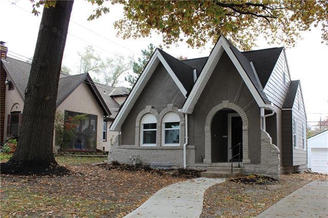 7107 Harrison Street, Kansas City, MO 64131 (#2136623) :: Edie Waters Network