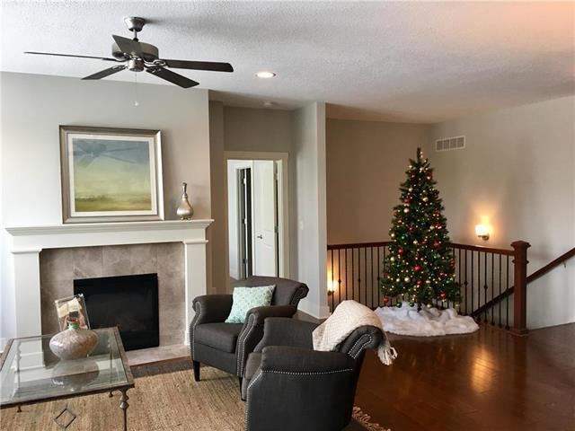 23610 W 92nd Street, Lenexa, KS 66227 (#2137227) :: The Shannon Lyon Group - ReeceNichols