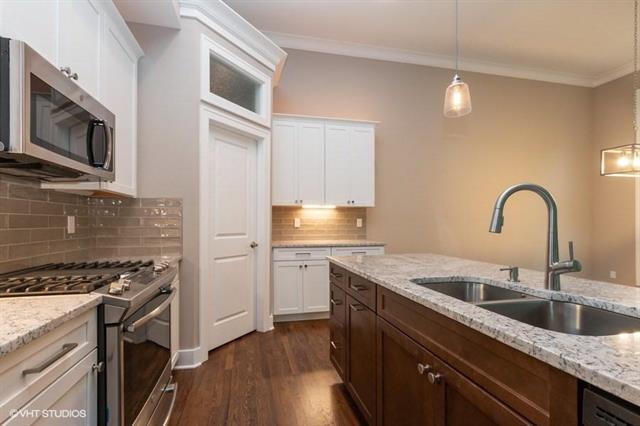 130 NW Pointe Drive, Gladstone, MO 64116 (#2138344) :: Kansas City Homes
