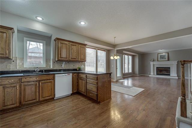 13216 Bluejacket Street, Overland Park, KS 66213 (#2138759) :: House of Couse Group