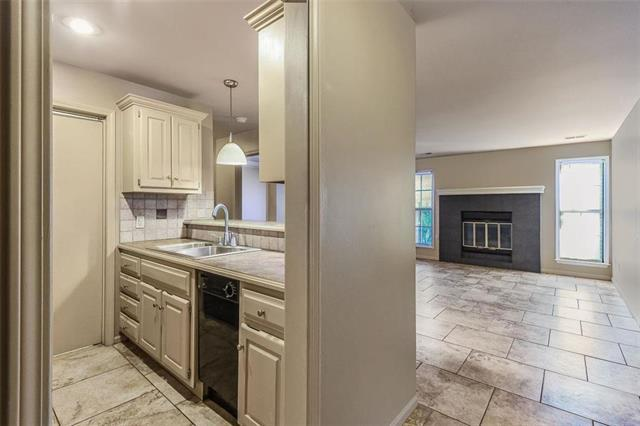 12011 W 58th Place B, Shawnee, KS 66216 (#2139540) :: Team Real Estate