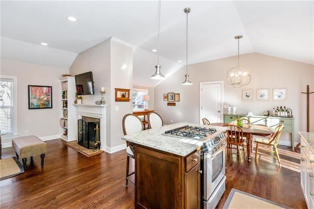 5837 Fontana Drive, Fairway, KS 66205 (#2140051) :: House of Couse Group