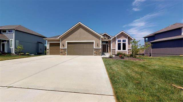 806 Canyon Lane, Lansing, KS 66043 (#2140484) :: The Kedish Group at Keller Williams Realty