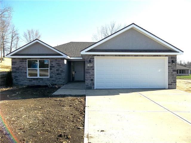 904 Highland Street, Pleasant Hill, MO 64080 (#2141068) :: No Borders Real Estate