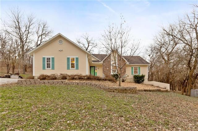 21905 S Hedge Hill Drive, Pleasant Hill, MO 64080 (#2141394) :: Edie Waters Network