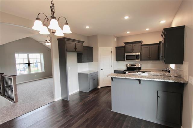 11907 N Tracy Avenue, Kansas City, MO 64155 (#2143826) :: Team Real Estate