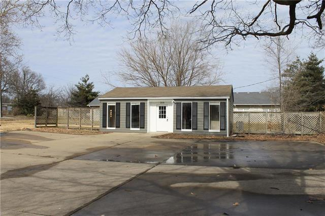 306 W Maple Street, Raymore, MO 64083 (#2144617) :: The Shannon Lyon Group - ReeceNichols