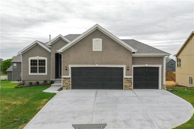 1029 NE Copperwood Drive, Lee's Summit, MO 64086 (#2147618) :: No Borders Real Estate