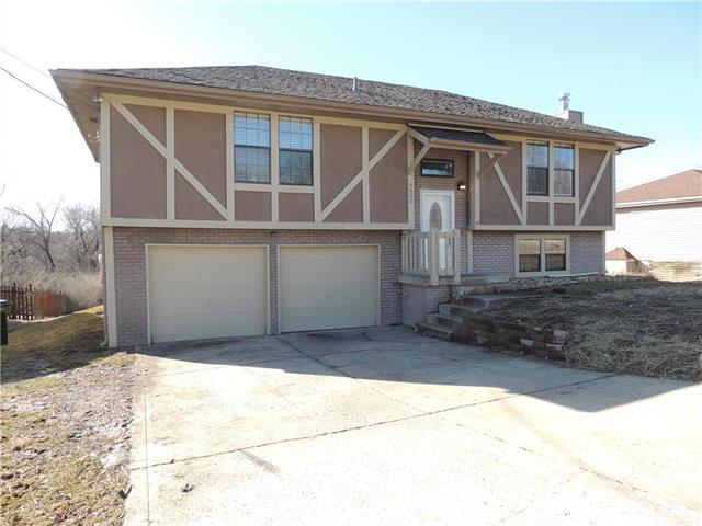 9603 W 49th Street, Merriam, KS 66203 (#2148212) :: Edie Waters Network