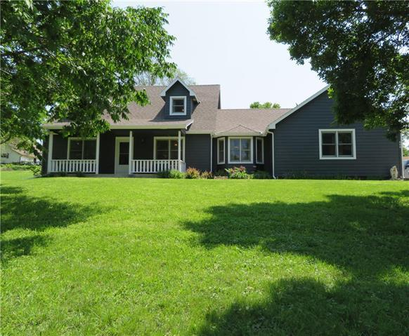600 S Summit Street, Mclouth, KS 66054 (#2148633) :: House of Couse Group