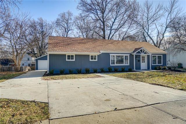 2237 W 79th Street, Prairie Village, KS 66208 (#2148833) :: House of Couse Group