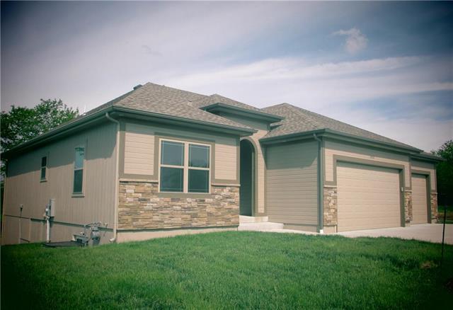 2420 Dry Creek Drive, Harrisonville, MO 64701 (#2149954) :: Kansas City Homes