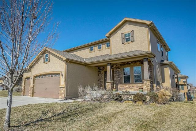 18412 W 194th Terrace, Spring Hill, KS 66083 (#2152442) :: House of Couse Group