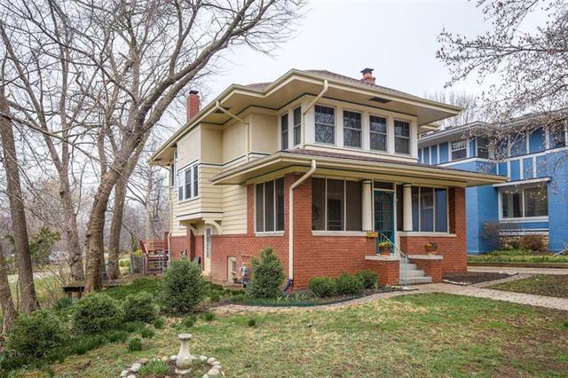 18 W 61 Terrace, Kansas City, MO 64113 (#2152991) :: Edie Waters Network