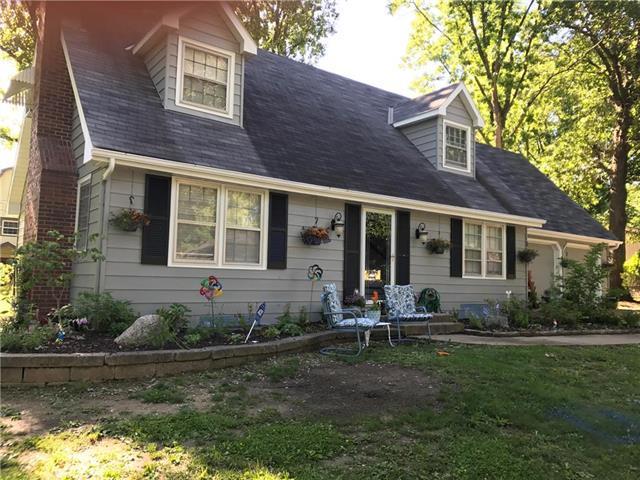 802 S Stella Street, Harrisonville, MO 64701 (#2153920) :: Edie Waters Network
