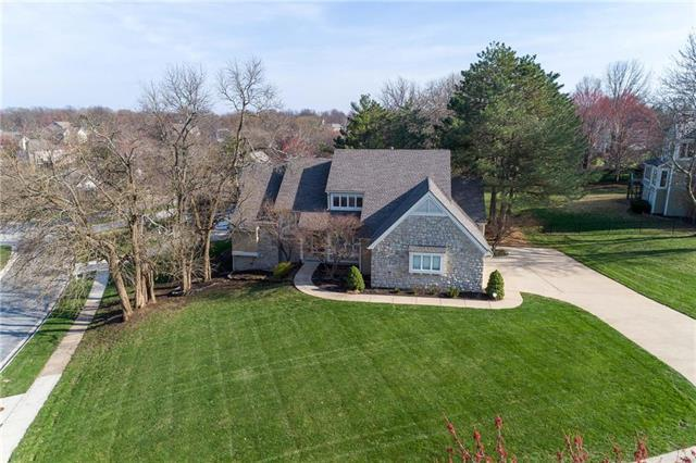 4001 W 124th Terrace, Leawood, KS 66209 (#2154051) :: House of Couse Group