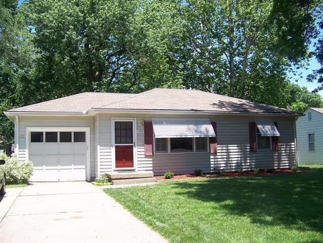 5408 W 72nd Street, Prairie Village, KS 66208 (#2154429) :: The Shannon Lyon Group - ReeceNichols