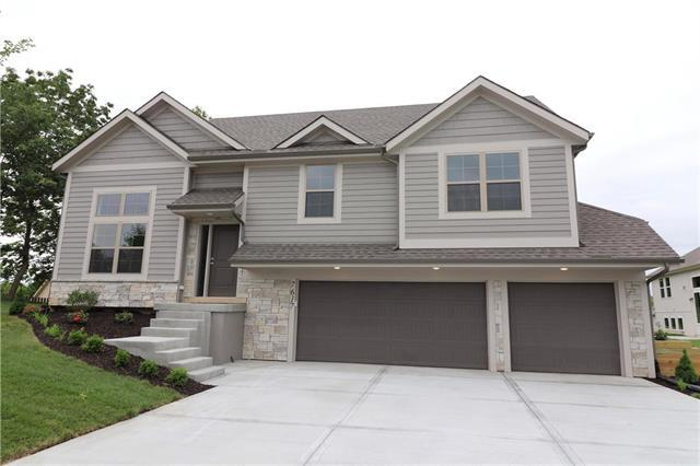 7617 N Adrian Avenue, Kansas City, MO 64151 (#2154458) :: House of Couse Group