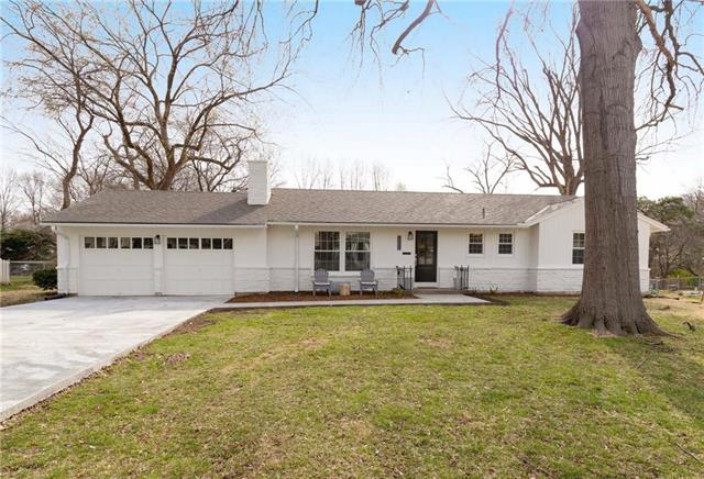 8029 Belinder Road, Leawood, KS 66206 (#2155000) :: House of Couse Group