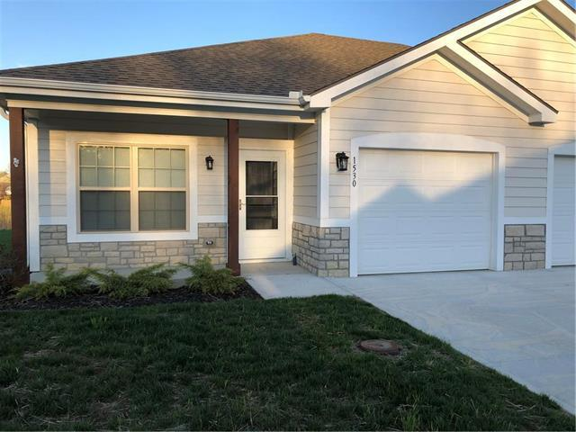 1530 Fall Creek Street, Tonganoxie, KS 66086 (#2155658) :: House of Couse Group