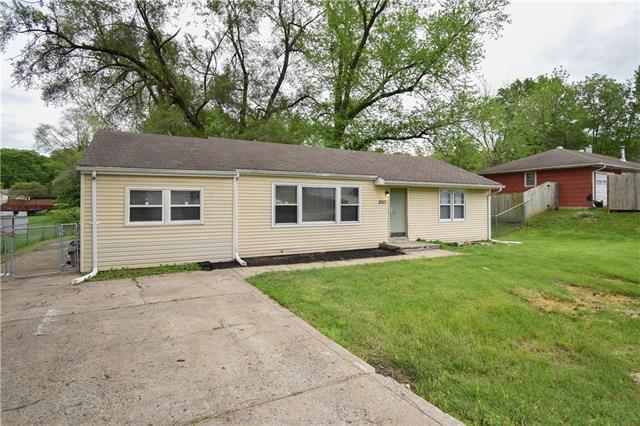 8917 N Cherry Street, Kansas City, MO 64155 (#2156996) :: House of Couse Group