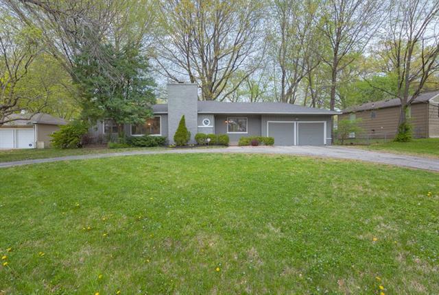 7610 Ward Parkway, Kansas City, MO 64114 (#2158449) :: House of Couse Group