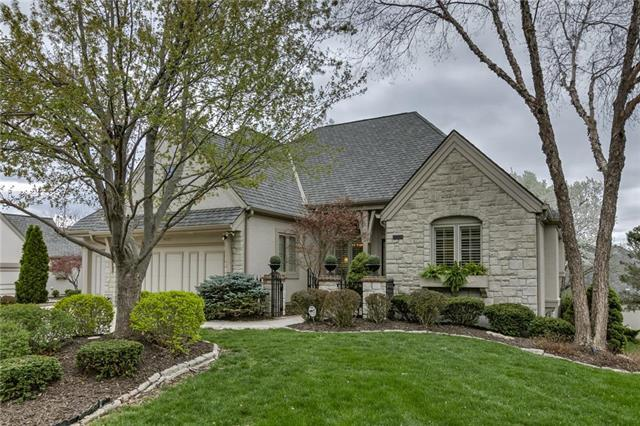 4725 W 152nd Street, Leawood, KS 66224 (#2158518) :: House of Couse Group