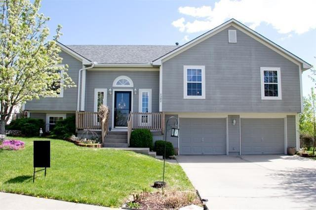 1302 Ridge Tree Lane, Pleasant Hill, MO 64080 (#2159714) :: Edie Waters Network