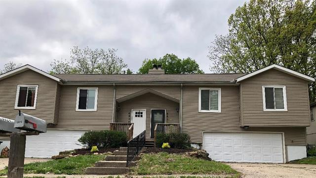 6824 N Fisk Avenue, Kansas City, MO 64151 (#2160379) :: House of Couse Group