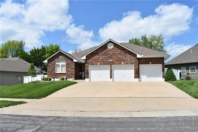 11804 E 86TH Terrace, Raytown, MO 64138 (#2162639) :: House of Couse Group