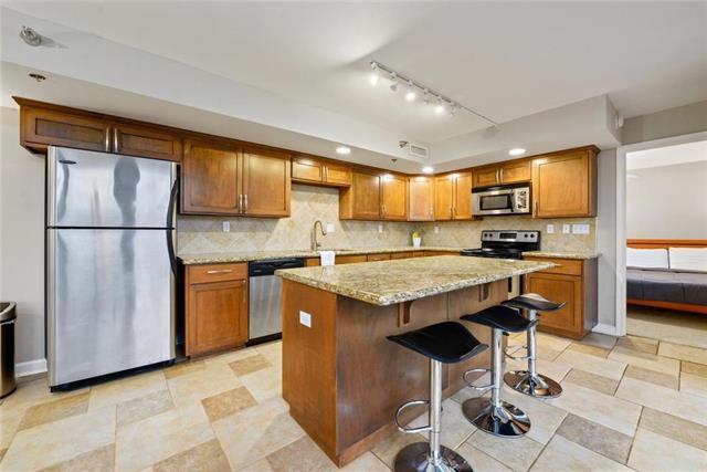 600 E Admiral Boulevard #205, Kansas City, MO 64106 (#2162677) :: Clemons Home Team/ReMax Innovations
