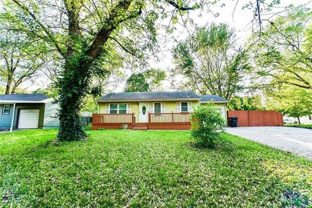 2900 S Hedges Avenue, Independence, MO 64052 (#2165252) :: House of Couse Group