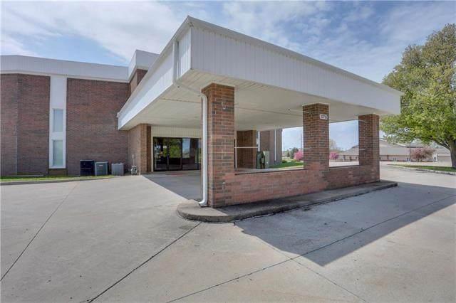 13715 W 151st Street, Olathe, KS 66062 (#2167955) :: House of Couse Group